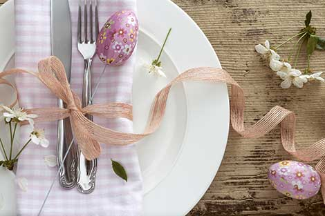 Dinner plate setting decorated with an Easter theme